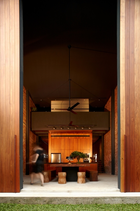 50f861b2b3fc4b316d000249_lucky-shophouse-chang-architects_kitchen4